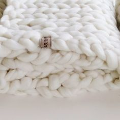 WolletjeBol : chunky knit throw made with soft fluffy merino wool. Made by hand in our Dutch studio. Easy decoration of your living, bedroom, kidsroomor couch. Knitted Blankets, Merino Wool Blanket, Snow In Summer, Chunky Knit Throw, Natural Interior, Knit Pillow, Cozy Bedroom, Bedroom Decor, Little Houses