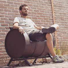 #couch #bank #industrialcouch #industrialfurniture #furniture #meubel #chill #rawmaterials #custommade #handmade #painted #cherokeered #upcycling #recycling #reuse #zerowaste #nowaste #hergebruik #oneofakind #design #dutchdesign #blikvanger #oilbarrel #barrel #olievat #amsterdam #indusigns