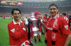 'Eric Cantona is a great player, but he's not as good as Ryan Giggs': Johan Cruyff gave his opinion as the Manchester United team-mates pose after the FA Cup win in 1994 Football Pitch, Best Football Team, Football Players, Manchester United Fa Cup, Manchester City, Man Utd Squad, Madrid, Eric Cantona, Interview