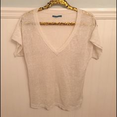 """Anthro L Velvet Graham Spencer Metallic Knit Top  Velvet by Graham & Spencer from Anthropologie    100% Linen, open knit top with metallic sheen throughout. Loose fit.    Size Large   100% Linen   Off-White & silver   Excellent used condition!    Bust: 19"""" across the front, lying flat. Has stretch.   Length: 25"""" from shoulder to hem.   ✳️ Bundle to Save 20%!  ❌ No Trades, Holds, PP   100% Authentic!    Suggested User // 800+ Sales // Fast Shipper // Best in Gifts Party Host!  Anthropologie…"""