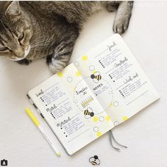 Another 40 amazing bee and honey bullet journal spreads - we seem to be collecting these bee and honey layouts and probably have the largest collection on. April Bullet Journal, Bullet Journal Notebook, Bullet Journal Spread, Bullet Journal Layout, Bullet Journal Ideas Pages, Bullet Journal Inspiration, Memoir Writing, Bullet Journel, Bee Theme
