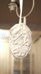 Dekoracyjna biała Ceramiczna zawieszka z ornamentem