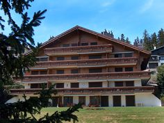 Les Pierres C - Apartment - CRANS-MONTANA - Switzerland - 743 CHF 3-room apartment 90 m2, on the ground floor. Spacious, beautiful furnishings: living/dining room with cable TV (flat screen). Exit to the balcony, south facing position. 1 room with 1 double bed (160