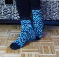 Kirjoneuleiset sukat