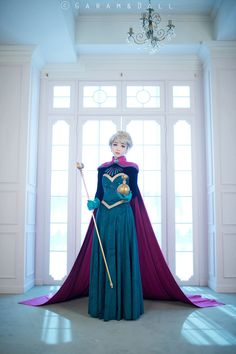 Disney's Frozen: Elsa (Coranation version) by Tomia #cosplay