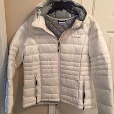 Columbia coat White/grey Columbia coat with hood. Keeps you warm and dry in light rain. Columbia Jacket, Vintage Jacket, Utility Jacket, Rain, Winter Jackets, Coats, Pockets, Grey, Fashion
