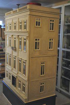 Custom Dollhouses by Liz   I love this one