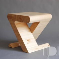 Build Your Confidence With These Two Easy Wood Projects For Beginners - Wood Advisor Wood Furniture, Modern Furniture, Furniture Design, Wooden Projects, Wood Crafts, Diy Wood, Wood Stool, Wood Creations, Wood Design