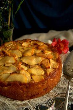 Tarta de manzana francesa, un clásico de rechupete | Cocina Apple Cake Recipes, Apple Desserts, Just Desserts, Baking Recipes, Dessert Recipes, Food Cakes, Flan, French Apple Cake, Muffins