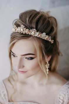 Elegant gold headband with butterfly and gold rhinestone for the perfect wedding look! The crown is designed for the brides who would like to combine magnificence and femininity. #love #fashion #glamorous #wedding #inspiration #crown #weddingheadpiece #headpiece #etsy #etsystore #weddingjewelry #bridalbracelet #bridalearrings #bridaljewelry