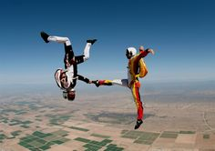 Choreography in the air #Basejump #Ridersmatch https://www.ridersmatch.com/sports/base-jump