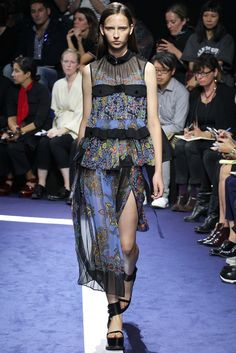 Sacai Spring 2015 Ready-to-Wear - Collection - Gallery - Style.com Runway Fashion 2015, Fashion Week 2015, Fashion Show, Fashion Design, Paris Fashion, Spring Fashion, Fashion Trends, Vogue Paris, Ss15 Trends