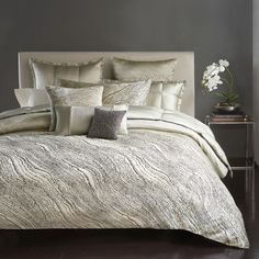 "Donna Karan Modern Pulse Duvet Cover, Full/Queen | Face: Polyester/rayon/jacquard; reverse: cotton | Machine wash | 92"" x 96"" 