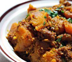 indian-spiced slow cooker butternut squash via the perfect pantry. i love indian food -- the ingredients are kind of intimidating but i want to start trying.