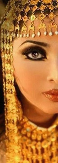 Dramatic eyes Photos of beautiful girls - on the beach, outdoors, in cars. Only real girls. Egyptian Makeup, Arabic Makeup, Egyptian Costume, Beauty Makeup, Hair Makeup, Eye Of Horus, Dramatic Eyes, Cosplay, Glamour
