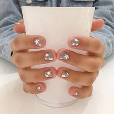 Essie nail polish, buy me a cameo, chrome nude nail polish, fl. oz - The most beautiful nail designs Cute Nails, Pretty Nails, My Nails, Minimalist Nails, Star Nail Designs, Star Nails, Star Nail Art, Instagram Nails, Neutral Nails