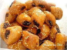 Voici des mini makrout aux dattes et aux sésames vraiment délicieux. La farce est un mélange de dattes écrasées, d'un mélange des 4 épices et de graines
