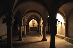 The crypt under the eastern choir is the oldest part of the cathedral. It is in the Romanesque style from the 12th century.