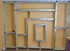 Construite à partir de montants métalliques standards et de de bois (OSB 2cm). La construction est très solide et supportera facilement des centaines de livres.