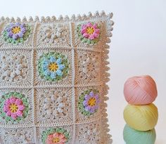 Dada's place: Primavera flowers crochet pillow <3