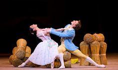 """A partir do dia 20 de agosto, a Rede Cinemark irá exibir o balé """"La Fille Mal Gardée"""", apresentado pelo Royal Ballet, com música de Ferdinand Hérold. A estreia será no dia 20 de agosto, quinta-feira, às 18h30m, e ele também será exibido nos dias 22 de agosto (sábado), às 12h30m, 23 de agosto (domingo), às 15h30m; e 25 de agosto (terça-feira), às 18h30m, em 29 cinemas da Rede no país. Em Goiânia, a exibição será no Cinemark do Flamboyant Shopping. Saiba mais no site www.arrozdefyesta.net"""