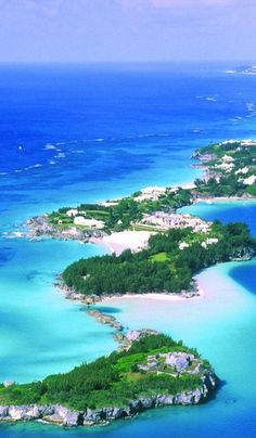 A collection of the very best beaches to visit on holiday in Bermuda! Best Beaches To Visit, Places To Visit, Kings Wharf Bermuda, Bermuda Vacations, Royal Caribbean, Summer Ideas, Beautiful Scenery, Wonderful Places, Amy