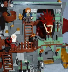 """Lego """"The Hobbit - Battle of the Five Armies"""" 79018 - Lonely Mountain Smaug peeks through"""