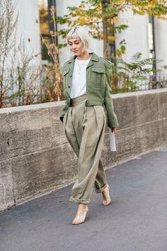 The Best Street Style Looks From Paris Fashion Week Spring 2019 - Fashionista Fashion Mode, Star Fashion, Look Fashion, Autumn Fashion, Womens Fashion, Fashion Trends, Feminine Fashion, Cheap Fashion, Monochrome Fashion