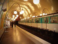 PARIS - Estação de metrô Cité