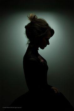 Black Shadow Portraits by Sebastiano Bianco – Inspiration Grid Silouette Photography, Shadow Photography, Dark Photography, Artistic Photography, Portrait Photography, Shadow Portraits, Shadow Photos, Low Key Portraits, Girl Shadow