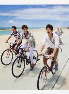 Cute SHINee in Okinawa beach when filming music video of Boys Meet U :D