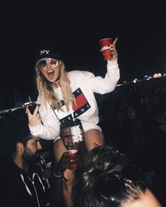 Shared by Grande's Girl. Find images and videos about little mix, perrie edwards and perrie on We Heart It - the app to get lost in what you love. Little Mix Perrie Edwards, Perrie Edwards Style, Little Mix Outfits, Little Mix Girls, Grunge, Festival Girls, Loren Gray, Jesy Nelson, Girl Bands
