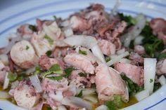 Si vous cherchez une salade de poulpe, nous avons la recette parfaite pour vous. Essayez de faire cette salade de poulpe de façon simple et délicieuse!
