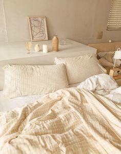 被套組內容: 雙人被套*1+美式枕套*2+收納束口袋*1/台灣生產/純棉雙層紗面料/面料親膚不刺激/不易褪色及起毛球/高吸水性、高透氣性/雙人被套是隱藏式拉鍊設計 New Room, Furniture, Home Decor, Homemade Home Decor, Home Furnishings, Interior Design, Home Interiors, Decoration Home, Home Decoration