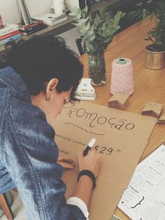 Joanna Naracci fazendo as placas il casalingo