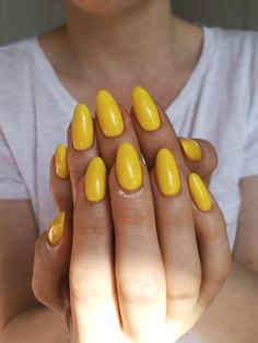 Bright Mustard Yellow Gelpolish Nails - 'Halo' from Madam Glam