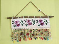 Keçe nazarlıklı süsler // traditional turkish Wall decoration - Home Decor Diy And Crafts, Arts And Crafts, Beginner Crochet Projects, Shrink Art, Modern Cross Stitch, Felt Animals, Crochet Motif, Diy Home Decor, Wall Decor