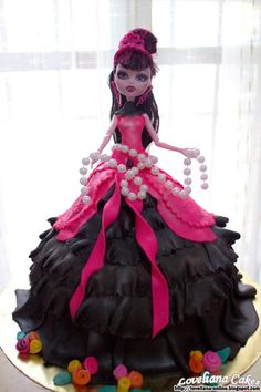 Fashionable Gothic Monster High Cake by loveliana-online. Monster High Birthday Cake, Monster High Cakes, Monster High Party, Cool Birthday Cakes, Birthday Cake Girls, Birthday Cards, Birthday Parties, Happy Birthday, Draculaura