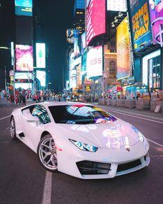 "Erin Davison.town op Instagram: ""NYC vibes 😍 #supercar 📷: Audrey VALET ð ..."