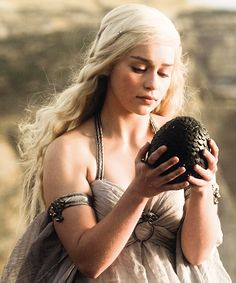 Daenerys Targaryen. Gorgeous. Love her hair.