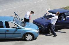 """In cazul unui accident rutier care se soldeaza doar cu pagube materiale, in care au fost implicate numai doua vehicule, normele prevad utilizarea formularului """" Constatare amiabila de accident"""", daca exista acordul de vointa al celor doi conducatori auto."""