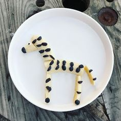 Serendipitous Discovery: Toddler Fun, Week Letter Z, Number Zebras and Black and White Zebra Snack Letter Z Crafts, Abc Crafts, Food Crafts, Preschool Food, Preschool Crafts, Toddler Snacks, Toddler Fun, Little Debbie Zebra Cakes, Early Childhood Activities