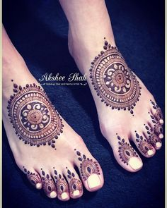 "Akshee Shah HMUA & Henna on Instagram: ""Bridal Henna #chakra for my gorgeous bride @sula__rose #henna #mehndi #mehndidesign #mehndiartist #mehnditattoo #mehndinight #hennaart…"" • Instagram"