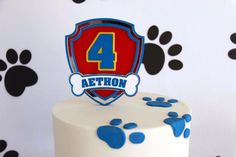 Paw Patrol Party details to LOVE…. ♥ Amazing Paw Patrol themed birthday cake with Marshall cake topper ♥ Paw Patrol paw shaped cookie pops ♥ Paw Patrol themed cake pops ♥ Fun party backdrop w… Paw Patrol Cupcake Toppers, Paw Patrol Cupcakes, Cupcake Toppers Free, Paw Patrol Cake, Paw Patrol Birthday, Paw Patrol Party Supplies, Diy Cake Topper, 4th Birthday Parties, 3rd Birthday