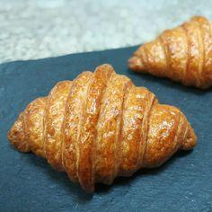 Croissant... Croissant, Fine Dining, Bread, Desserts, Food, Tailgate Desserts, Deserts, Brot, Essen