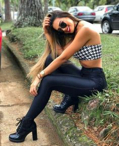 These are some of the best ways to wear leather leggings when you are searching for the perfect stylish outfit combination. Mode Outfits, Cute Casual Outfits, Stylish Outfits, Summer Outfits, Girl Outfits, Fashion Outfits, Girls In Leggings, Girl Fashion, Womens Fashion