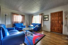 House in Albuquerque, United States. Bright & Open Private room (with shared bath) is less than a block away to the excellent Bus system. Be at UNM or UNM Hospital in 4-7 minutes or in Old Town w/in 15 min.  Charming Wood floors, shared kitchen, WiFi, on-site parking; incredible valu...