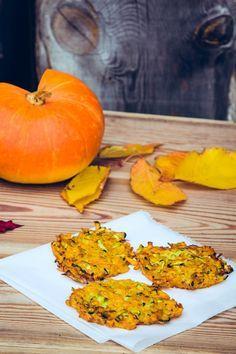 """DRUCKENZutaten: 100 g Zucchini 200 g Kürbis 1 kleine Zwiebel 3 EL Speisestärke 1 Ei Öl zum Braten evtl. Schmand und Schnittlauch Gewürze 1/3 TL gemahlener Ingwer 1/3 TL Kurkuma 1/3 TL Paprika edelsüß Zubereitung: Die Zucchini, den Kürbis und die Zwiebel mit Hilfe einer Reibe in feine Streifen reiben (wenn man einen Hokkaidokürbis verwendet … """"Kürbis-Zucchini-Puffer"""" weiterlesen"""