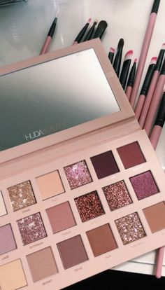 Huda Beauty is our makeup inspiration! This eyeshadow palette is just gorgeous and the shades have such great range you can really create tons of new creative looks with this! Makeup Goals, Makeup Inspo, Makeup Tips, Makeup Hacks, Makeup Geek, Makeup Videos, Makeup Inspiration, Makeup Brands, Best Makeup Products