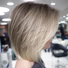 100 New Short for 2019 - Bobs and Pixie Haircuts, Today's article is all about 100 new short hairstyles for We all pretty sure that long hair is not the best option for each lady to be most fem. Short Hairstyles For Thick Hair, Layered Bob Hairstyles, Short Hair Cuts, Pixie Haircuts, Long Short Hair, Hairstyles 2016, Casual Hairstyles, Retro Hairstyles, Curly Hairstyles